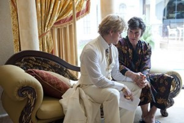 Michael Douglas (vpravo) a Matt Damon ako tajní milenci v novinke Stevena Soderbergha.