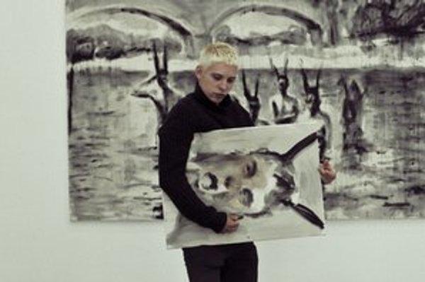 Andrej Dúbravský v priestoroch berlínskej výstavy v galérii Jiřího Švestku.