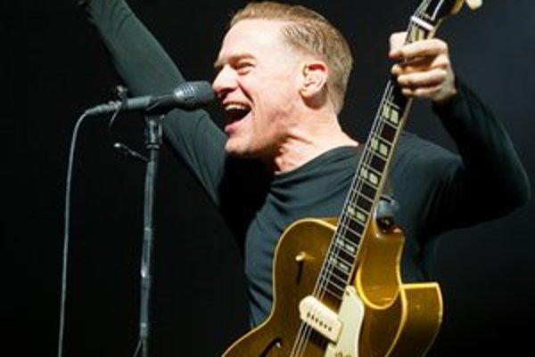 Bryan Adams počas bratislavského koncertu.Kanadský hudobník už u nás vystúpil dvakrát – v roku 2003 v Bratislave a o tri roky neskôr aj v Košiciach.