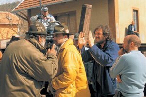 Emir Kusturica, keď nakrúcal film Život je zázrak. Zajtra bude, aj so svojou skupinou, v Košiciach.