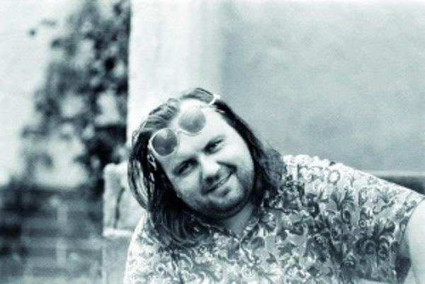 Tridsaťjedenročný Peter Pišťanek v roku 1991, keď mu vyšiel jeho románový debut Rivers of Babylon. Okrem tejto knihy vydal vyše desať ďalších kníh.