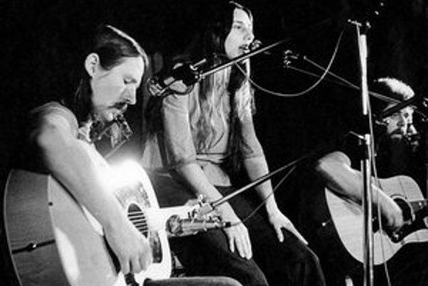 """Základná a najslávnejšia zostava Marsyas – zľava Petr Kalandra, Zuzana Michnová a Oskar Petr. V tomto zložení sa predstavili aj na """"slovenskom Woodstocku"""" – Koncerte mladosti v Pezinku."""