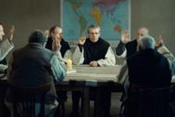 Hrdinovia filmu O bohoch a ľuďoch majú predobraz v skutočných mníchoch z rehole trapistov.⋌