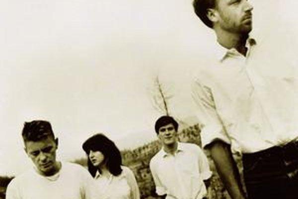 Bob Dylan a George Harrison (na snímke vľavo v texte) v roku 1970 nahrávali, tešiť sa môžete aj na záznamy New Order.