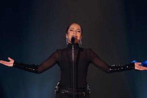 Stále úžasne spieva aj vyzerá.