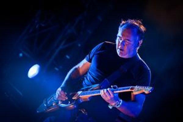 Adrian Utley má v Portishead na starosti najmä gitary, ale podieľa sa aj tvorbe a produkcii pesničiek.