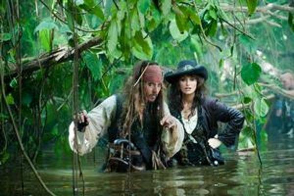 Piráti z Karibiku sa tentoraz pohybujú v neznámych vodách.