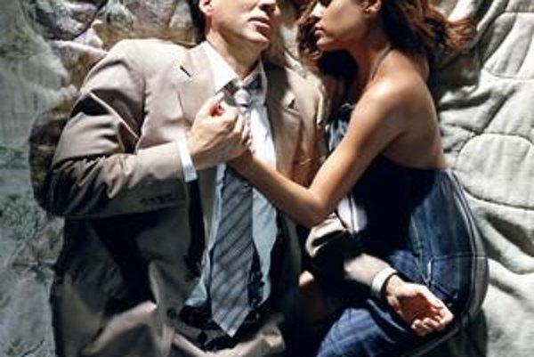Nicolas Cage a Eva Mendes v Zlom polišovi.