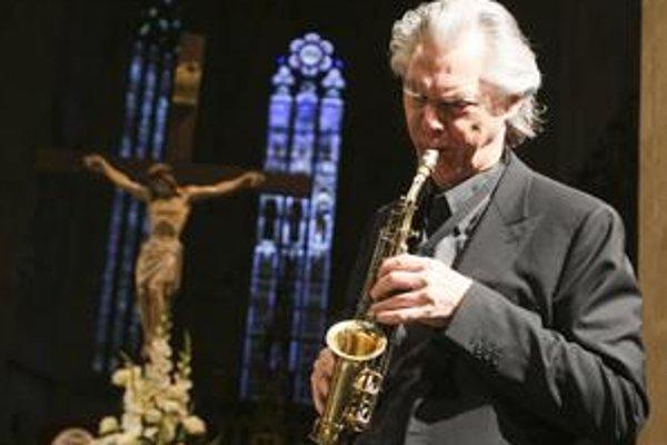Jan Garbarek hral na Slovensku tento rok už druhýkrát. Kým v marci prišiel s džezovou kapelou, teraz na saxofóne improvizoval k štvorhlasným spevom The Hilliard Ensemble.
