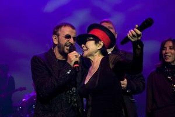 Ex-beatlesák Ringo Starr s Lennonovou vdovou Yoko Ono.