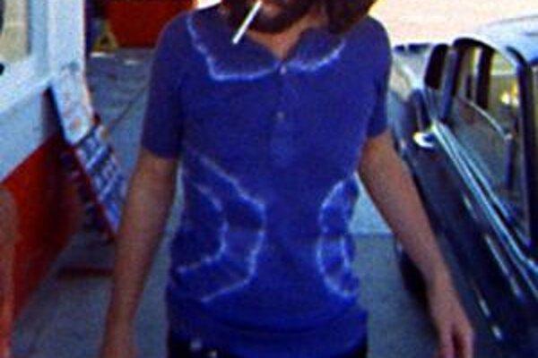 Film by sa rovnako mohol volať Rebel bez príčiny II. Jim Morrison sa správal inak ako ostatní a bolo mu fuk, čo si kto o tom myslí. Scéna, kde veselo fajčí na pumpe to dobre ilustruje.