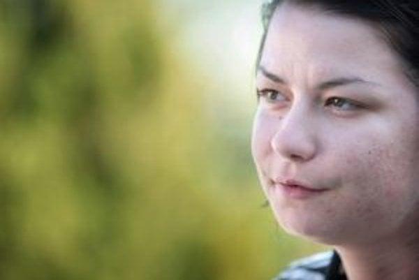 Tatiana Melasová (1982), absolvovala Hotelovú akadémiu v Piešťanoch, od pätnástich rokov bola závislá od tvrdých drog, niekoľkokrát sa neúspešne liečila. Takmer rok je u Vladimíra Schwandtnera v Budmericiach, kde nateraz úspešne abstinuje. Jej kniha Tovar