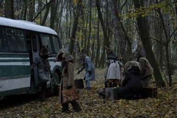 Martin Snopek nakrúca svoj nový film Posledný autobus popri práci infografika v denníku SME.