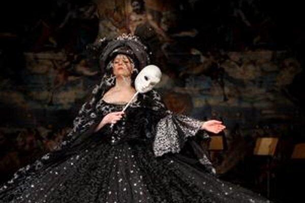 Takto obliekol Mozartovu Kráľovnú noci Milan Čorba.