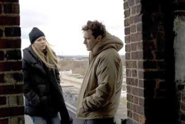 Gwyneth Paltrow a Joaquin Phoenix vo filme Jamesa Graya Milenci.