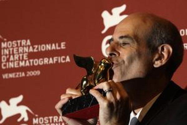 Izraelský režisér Samuel Maoz  dvíha sošku leva za najlepší film Lebanon.