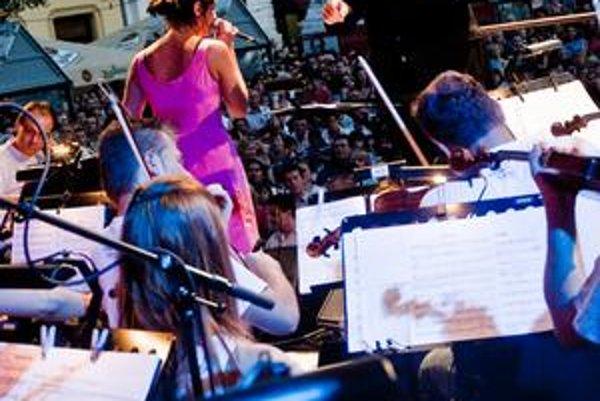 Z orchestra mala Jana Kirschnerová najskôr rešpekt, ale nakoniec si štvrtkový koncert užila.