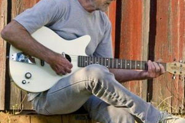"""JJ Cale má tradične """"obyčajne–neobyčajný"""" zvuk."""