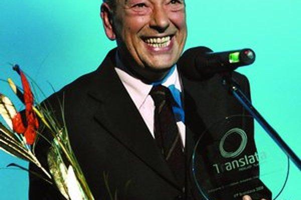 Gianni Di Gregorio (59) s cenou z Bratislavy. Ako režisér a herec mimoriadne úspešne debutoval s komédiou Sviatočný augustový obed. Spolu s Robertom Savianom je autorom scenára ku Gomore, ktorá získala Grand Prix v Cannes a v sobotu ju vyhlásili aj za eur