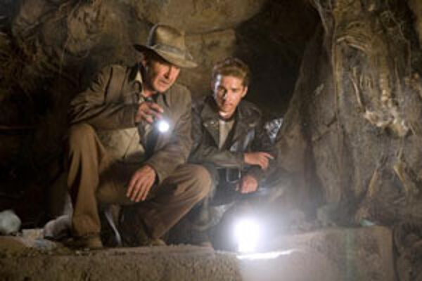 Harrison Ford ako Indiana Jones (vľavo) a Shia LaBeouf.