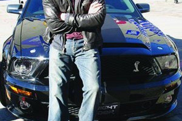 Novým hrdinom filmového spracovania Knight Rider sa stal herec Justin Bruening.