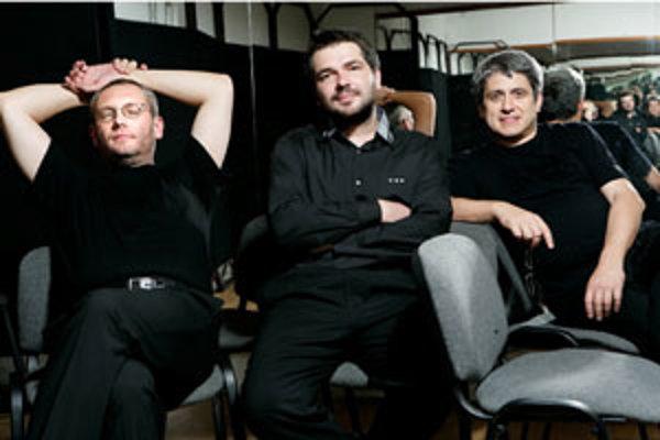 Flexibilný klavirista a nad hranicami štýlov slobodne poletujúci skladateľ Peter Breiner si do projektu Triango prizval podobne slobodných spoluhráčov: vynikajúceho huslistu Stana Palúcha a akordeonistu Borisa Lenka.