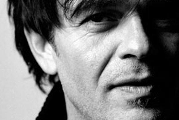 Slovenský hudobník, producent a multiinštrumentalista Laco Lučenič dokončil svoj siedmy štúdiový album. Má názov XLL a obsahuje 13 nových skladieb.