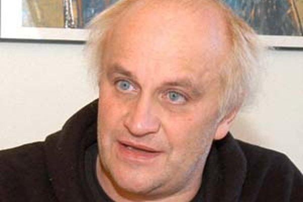 Michael Kocáb (1954) vyštudoval klasickú hudbu, založil kultovú bigbítovú kapelu Pražský výběr a angažoval sa aj v politike.