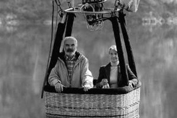 Tkalounovci: Zdeněk Svěrák a Dana Kolářová vo filme Vratné lahve.