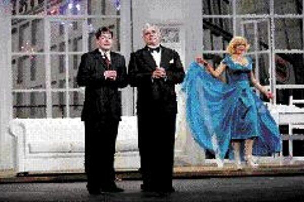 Producenti V roku 2002 získal muzikál The Producers 12 Tony Awards zo 14 možných. New York 1959, Max Bialystock, neúspešný divadelný producent a jeho priateľ Leo Bloom dostanú nápad, že by sa dalo lepšie zarobiť uvedením prepadáku než produkciou úspešnéh