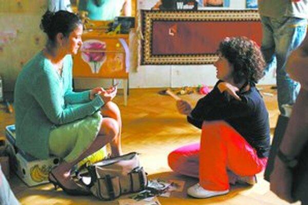 Režisérka Alice Nellis (vpravo) verí, že Iva Bittová má herectvo v sebe. Po Tajnostiach sa nedá nesúhlasiť.