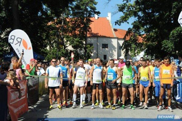 Na štart hlavného behu sa postavilo 344 bežcov.