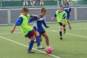 Malý futbal sa hrá na Základnej škole Mlynská v Senci.