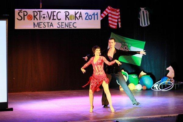 Dominika Feketová so svojim tanečným partnerom a zároveň priateľom.