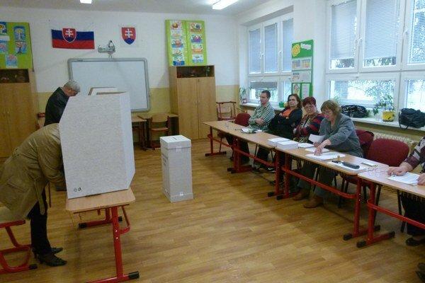 Hlohovčania využili na voľby najmä dopoludnie.
