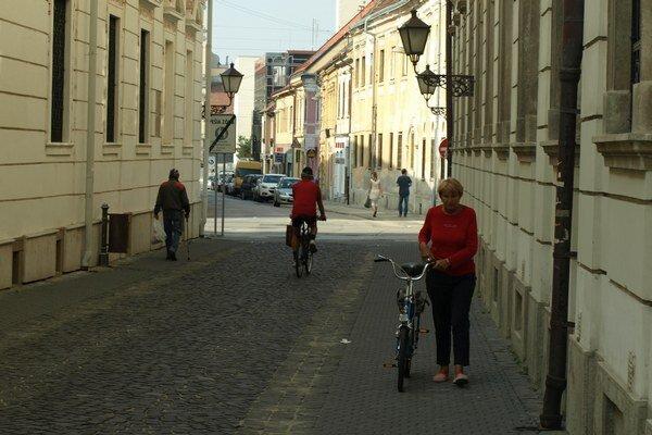 Cyklistom v Trnave chýbajú bezpečné trasy.