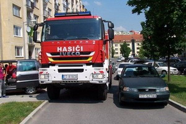O Hlinách vedia svoje aj hasiči. Nájsť obchádzku býva často komplikované.
