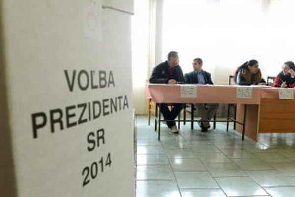 Voľby skončili, Slovákov čaká druhé kolo.