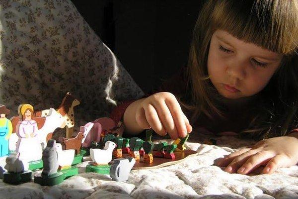 S drevenými hračkami sa najradšej hrá dcérka manželov Spálovcov Lucka.