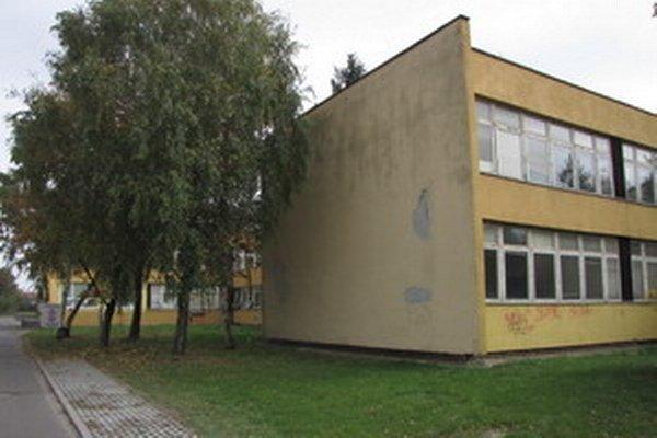 Majetková komisia ešte prehodnotí, za koľko školu na Limbovej predajú.