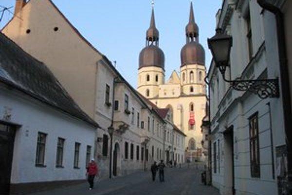 Bazilika je pre turistov otvorená aj počas dňa.