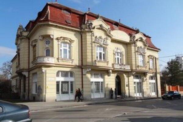 Knižnica Juraja Fándlyho v Trnave.