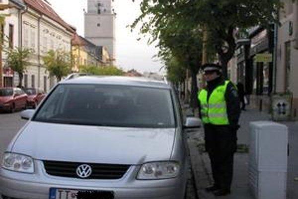 Parkovacie lístky v Trnave kontrolujú najmä mestské policajtky.
