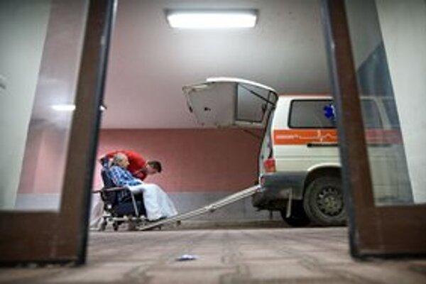 Pacientov v Trnave prevážajú medzi starým a novým svetom.