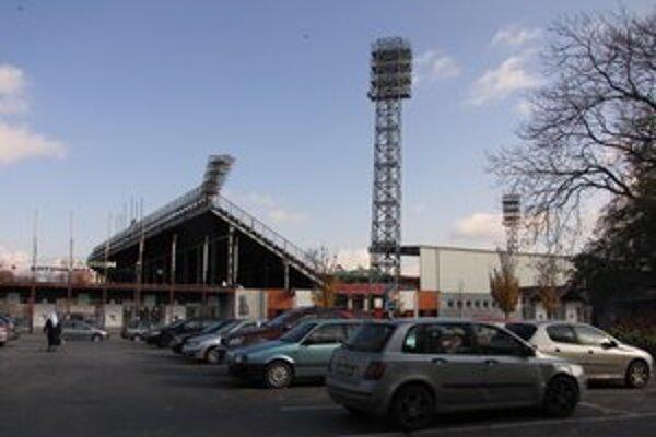 City Arena vrátila parkoviská do užívania mestu.