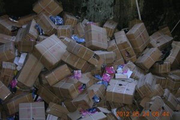 Falošné výrobky putovali do spaľovne.