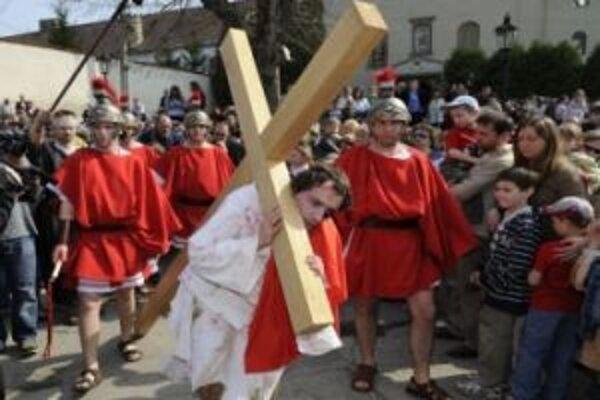 Nesenie kríža je už tradičným podujatím.