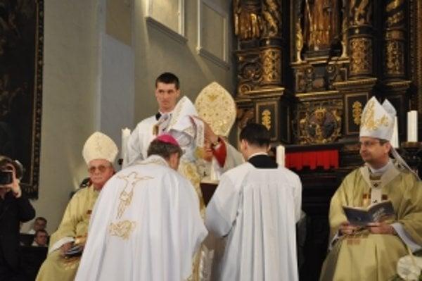 Vysviacka arcibiskupa Róberta Bezáka v roku 2009.