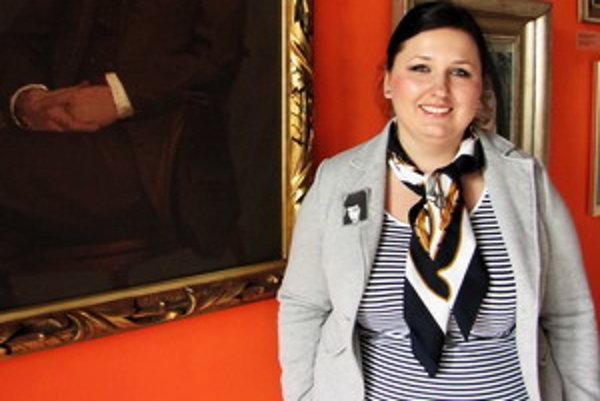 Ľudmila Kasaj Poláčková študovala na Katedre dejín umenia a kultúry, súčasnej Katedre teórie a dejín umenia, na Trnavskej univerzite. Štúdium úspešne ukončila v roku 2007. Ihneď po škole nastúpila do Galérie umenia Ernesta Zmetáka v Nových Zámkoch ako kur