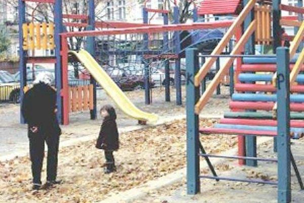 Panika z únosov školákov Trnavu nezachvátila.